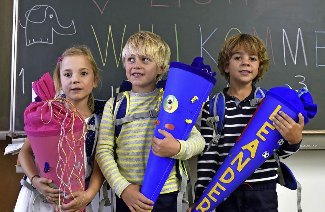 Der erste Schultag: Marie, Max und Lea...jetzt  in die 1c der Schönbergschule.   | Foto: thomas kunz