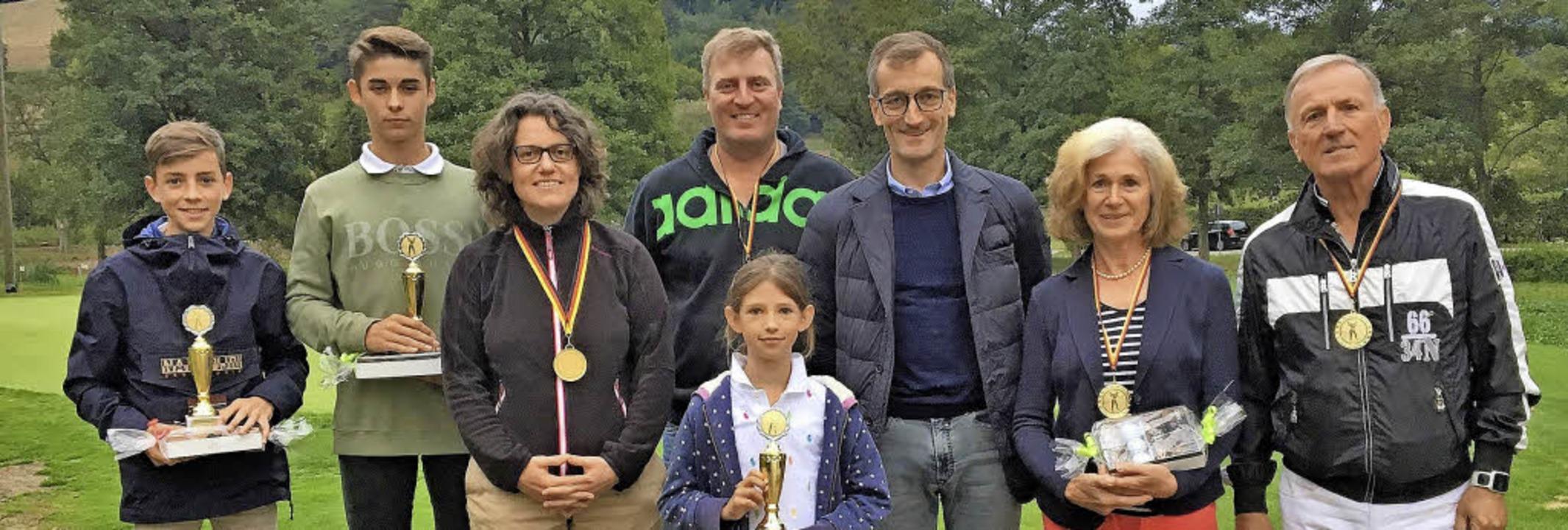 Clubmeister  des GCO: (von links): Ben...erer, Reinhilde Horn, Joachim Schütz.   | Foto:  Verein