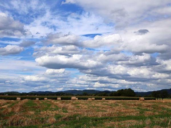 Wolken über Feldern im Sommer (Heuweiler)