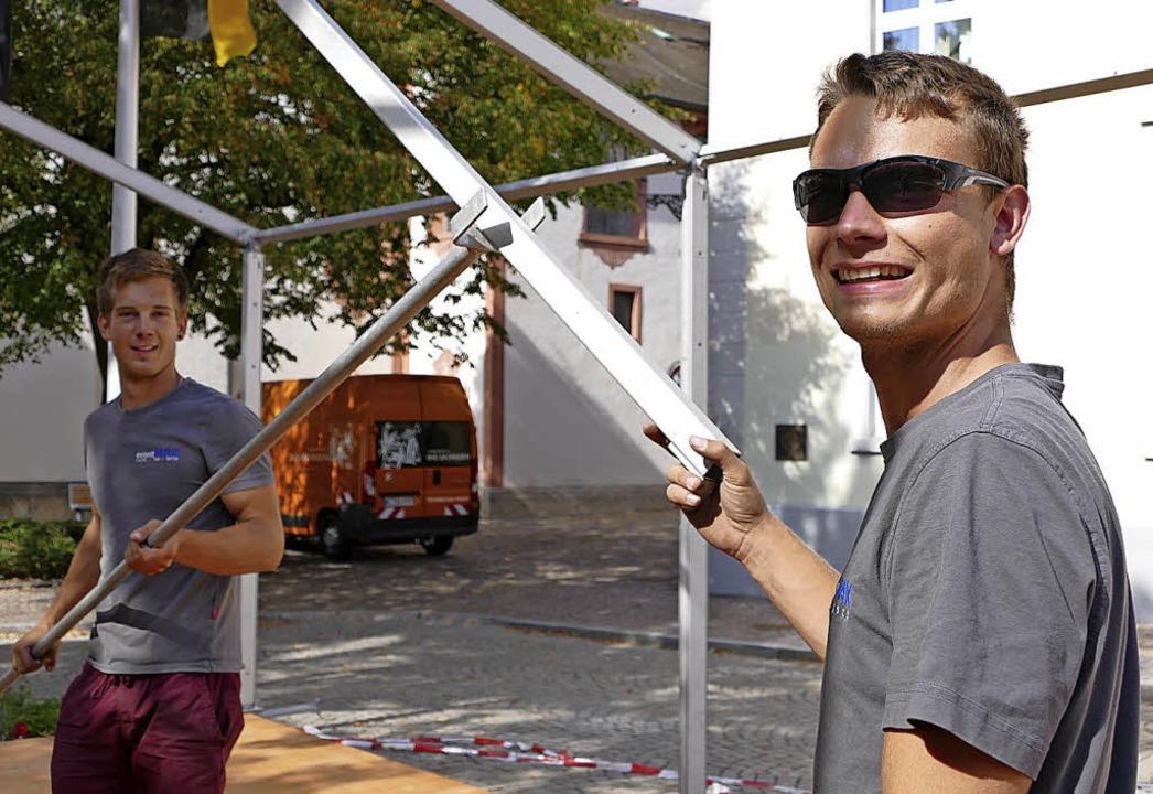 Die Vorbereitungen für das Weinfest in... Donnerstagnachmittag in vollem Gange.  | Foto: Jannik Jürgens
