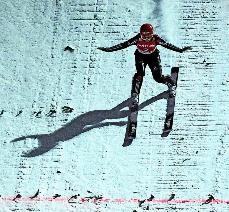 Die Frauen springen im Dezember auf de...ergangenen Dezember in Hinterzarten).   | Foto: Wolfgang Scheu
