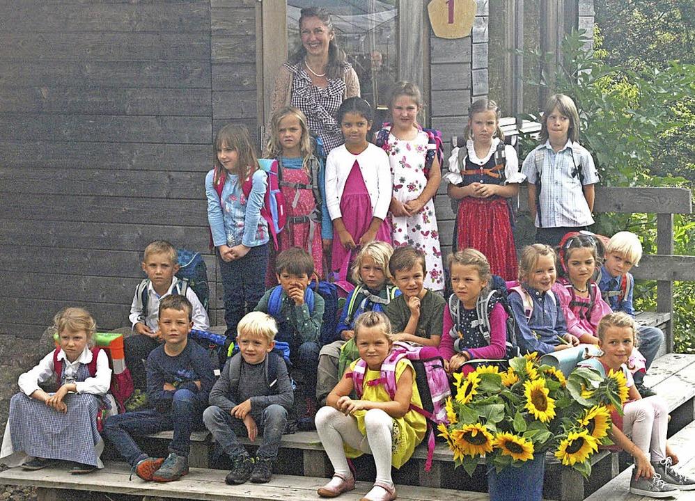 Ihre erste Schulstunde im eigenen klei...rberg bei Klassenlehrerin Enikö Juhász    Foto: Karin Stöckl-Steinebrunner