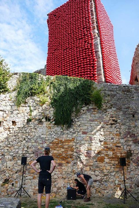 Eingepackt: der Turm der Burg Rötteln  | Foto: Peter Gerigk