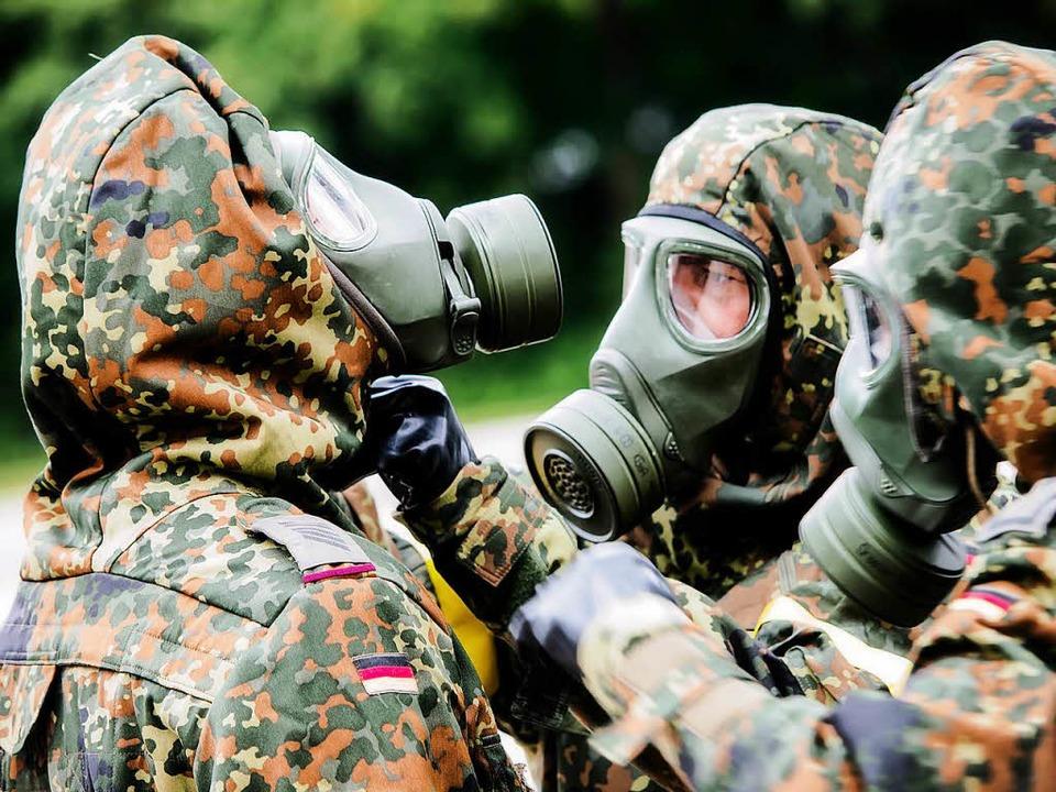 Bundeswehrsoldaten tragen Atemschutzmasken.    | Foto: Bundeswehr