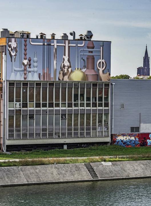 Von der Brücke übers Hafenbecken aus g...Kunstwerk an der Kaffeerösterei Sati.   | Foto: teli