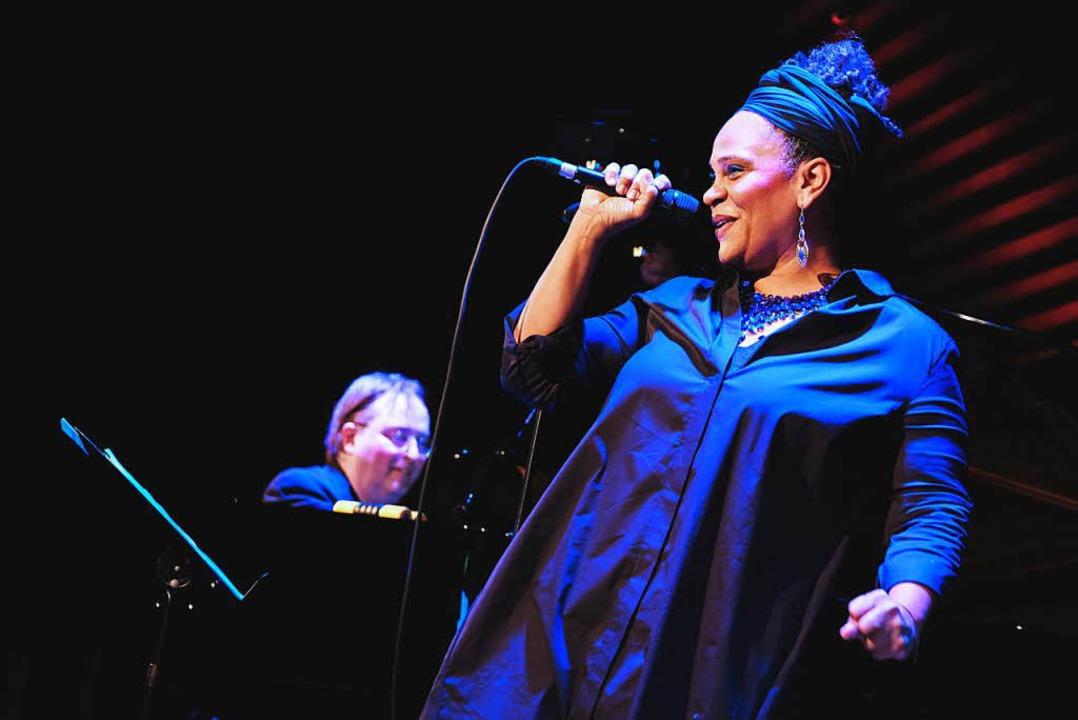 Cécile Verny und Christian Gutfleisch beim Singalong in Jazzhaus in Freiburg.  | Foto: Miroslav Dakov
