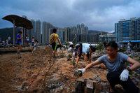 Taifun Mangkhut fordert zahlreiche Tote und wälzt sich nach China weiter