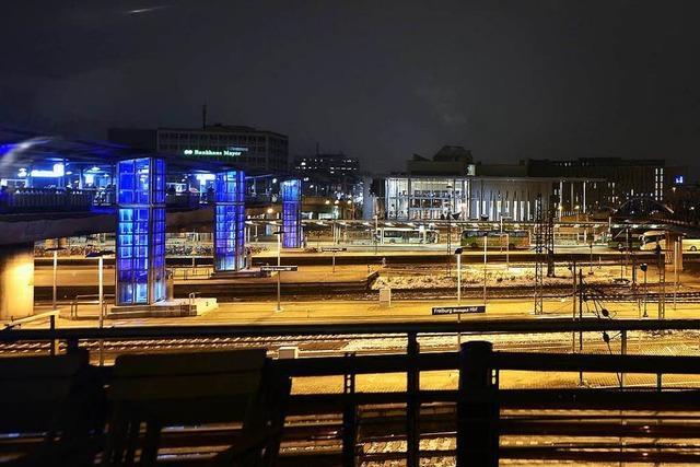 Rassistischer Angriff auf 29-jährigen Zeitungsausträger am Freiburger Busbahnhof