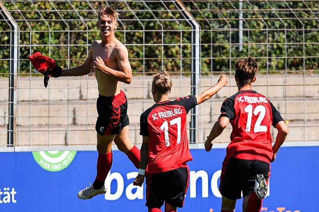 Laurin Tost bejubelt den 4:4-Ausgelichstreffer gegen den FC Bayern.  | Foto: Patrick Seeger