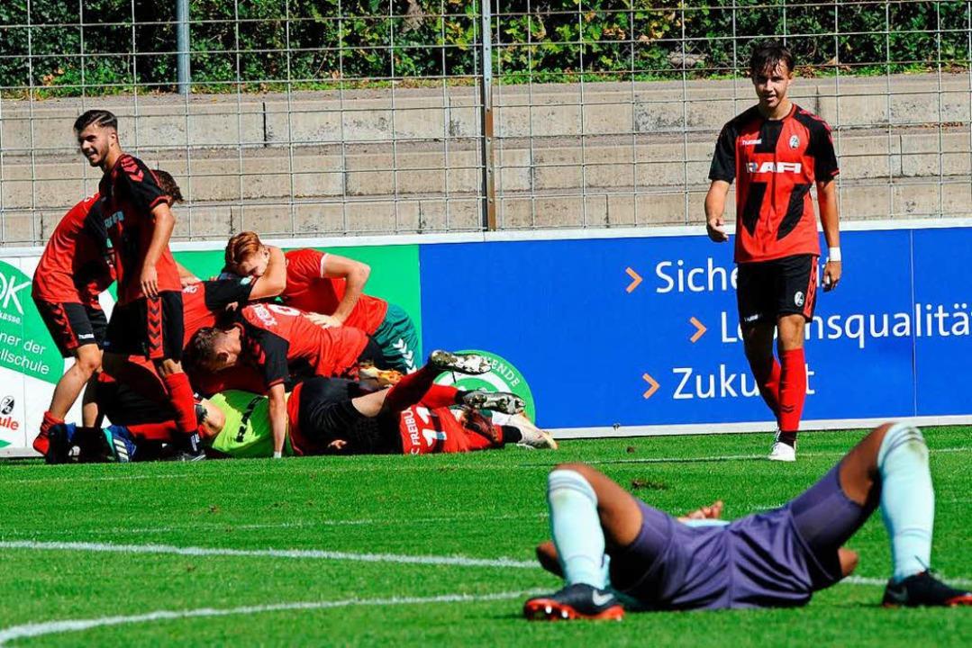Der A-Jugend des SC Freiburg gelang ge...e Bayern eine unglaubliche Aufholjagd.  | Foto: Meinrad Schön