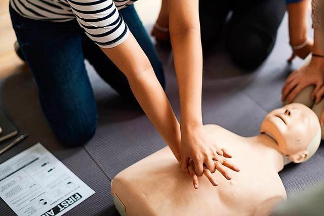 Beim Blutspenden kannst Du an einem Reanimationstraining teilnehmen