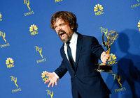 """""""Mrs. Maisel"""" räumt bei den Emmys ab und """"Game of Thrones"""" ist bestes Drama"""