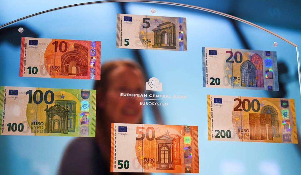 Seit 2013 wurden sechs Euro-Banknoten ...t ist die zweite Generation komplett.   | Foto: dpa