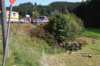 Motorradfahrer stürzt bei Lenzkirch zehn Meter tief in eine Hecke