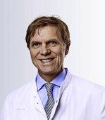 Chefarzt Hans-H. Osterhues informiert beim Gesundheitsforum in Lörrach über Entwicklungen in der Kardiologie