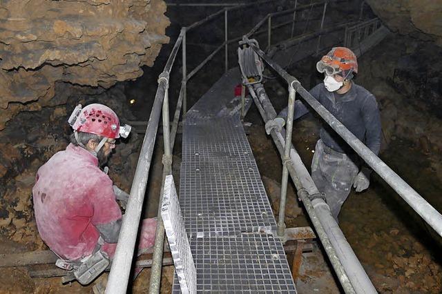 Schwerarbeit in der Tschamberhöhle