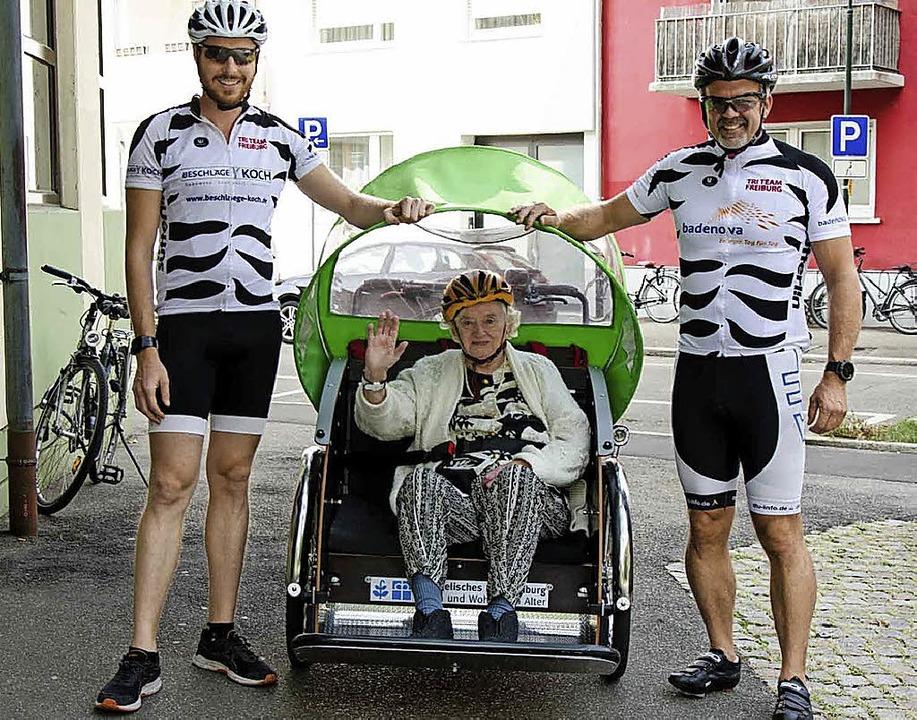 <BZ-FotoAnlauf>Menpower</BZ-FotoAnlauf...nd Senioren in der Rikscha spazieren.     Foto: Stift