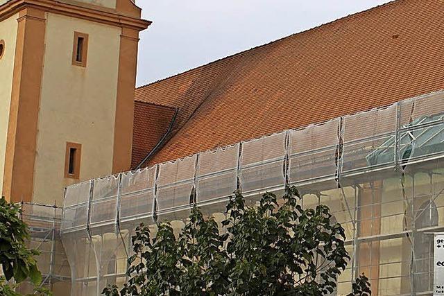 Das Kirchendach wird wieder dicht gemacht