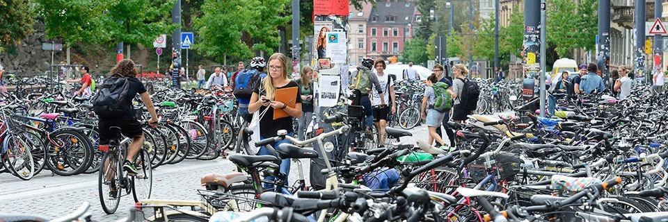 Neue Fahrradbügel für die Freiburger Innenstadt dreimal so teuer wie veranschlagt