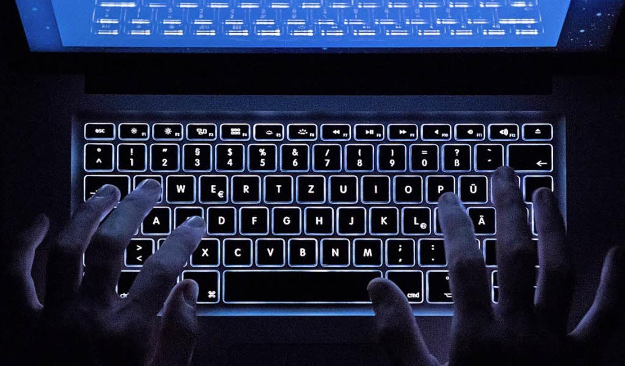 Zum Austausch von kinderpornografische...r ist die Strafverfolgung kompliziert.  | Foto:  dpa