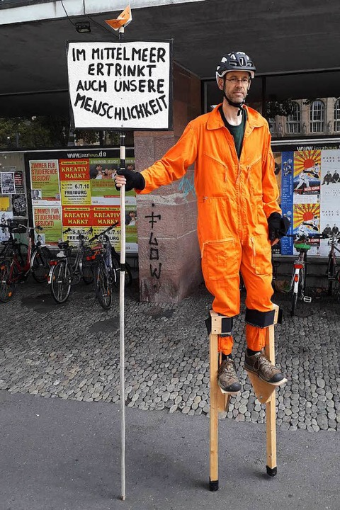 Kaum zu übersehen war dieser Demo-Teilnehmer. | Foto: Fabian Vögtle