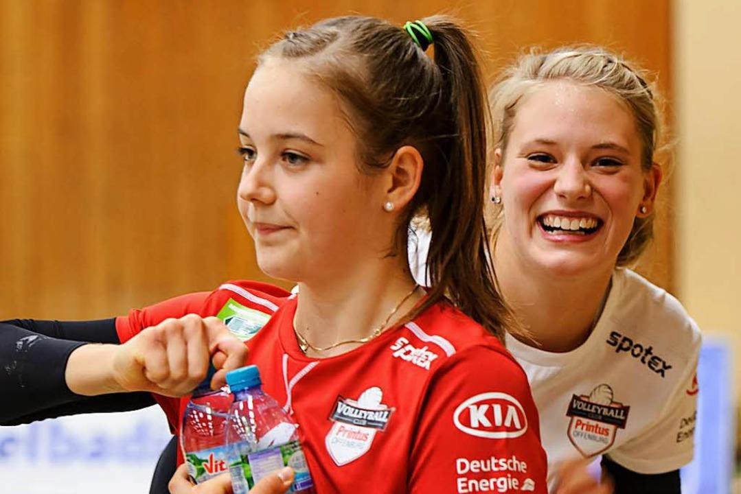 Gelöste Stimmung beim Viviane Hones und  Pia Leweling (rechts).  | Foto: Sebastian Koehli