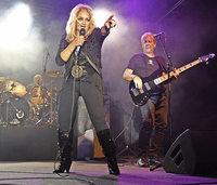 Bonnie Tyler rockt die Bühne in Schupfart