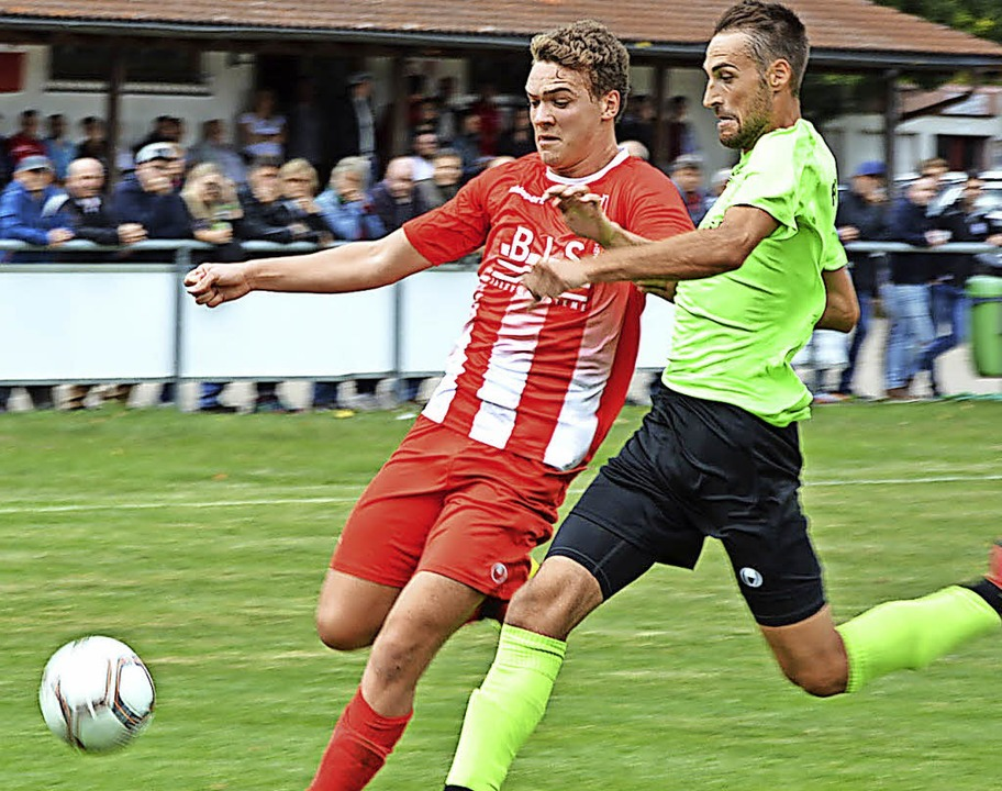 Geisingens Sturmtalent Fabian Federle ...ens Florian Hofmann umkämpfte Duelle.   | Foto: Hans Herrmann