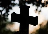 Unbekannte stehlen ein Kreuz auf dem Friedhof Kollmarsreute