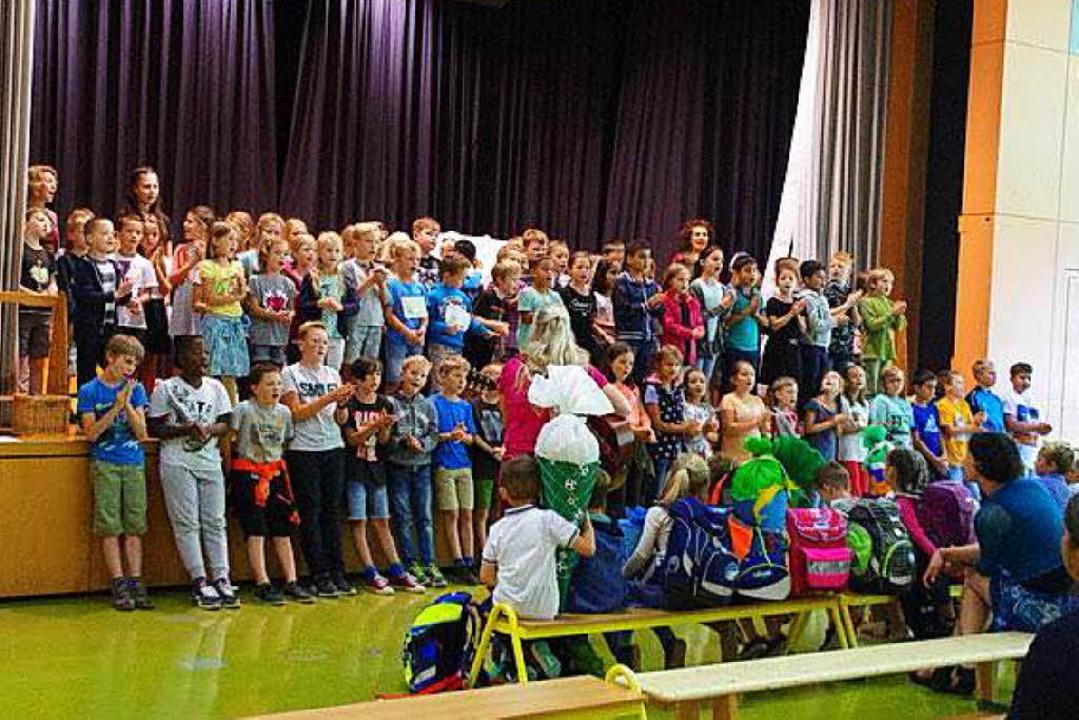 Die Schulgemeinschaft in Buchenbach  begrüßt die Schulanfänger    Foto: Privat