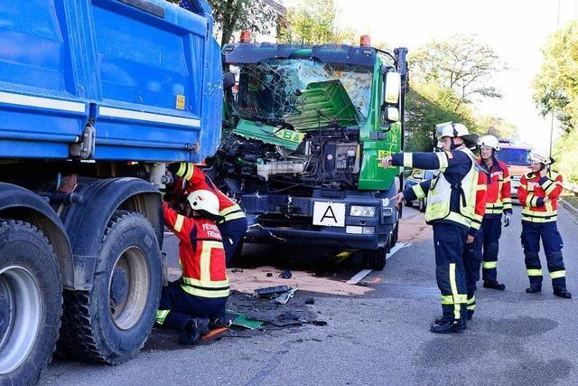 Unfall-Fahrer auf Freiburgs B31 ist schwer verletzt