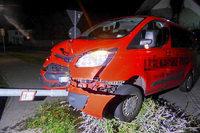 Alkoholisierter Fahrer fährt Laternenpfahl in Denzlingen um