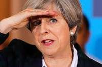 Theresa May wird von allen Seiten attackiert
