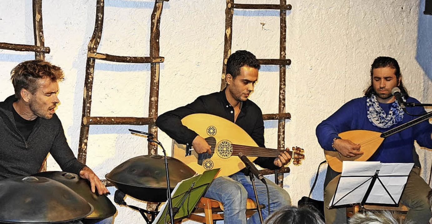 Konzert im Rosenhof:  Tilo Wachter mit... und Samano Altahir (Saz und Gesang).   | Foto: Gudrun Gehr