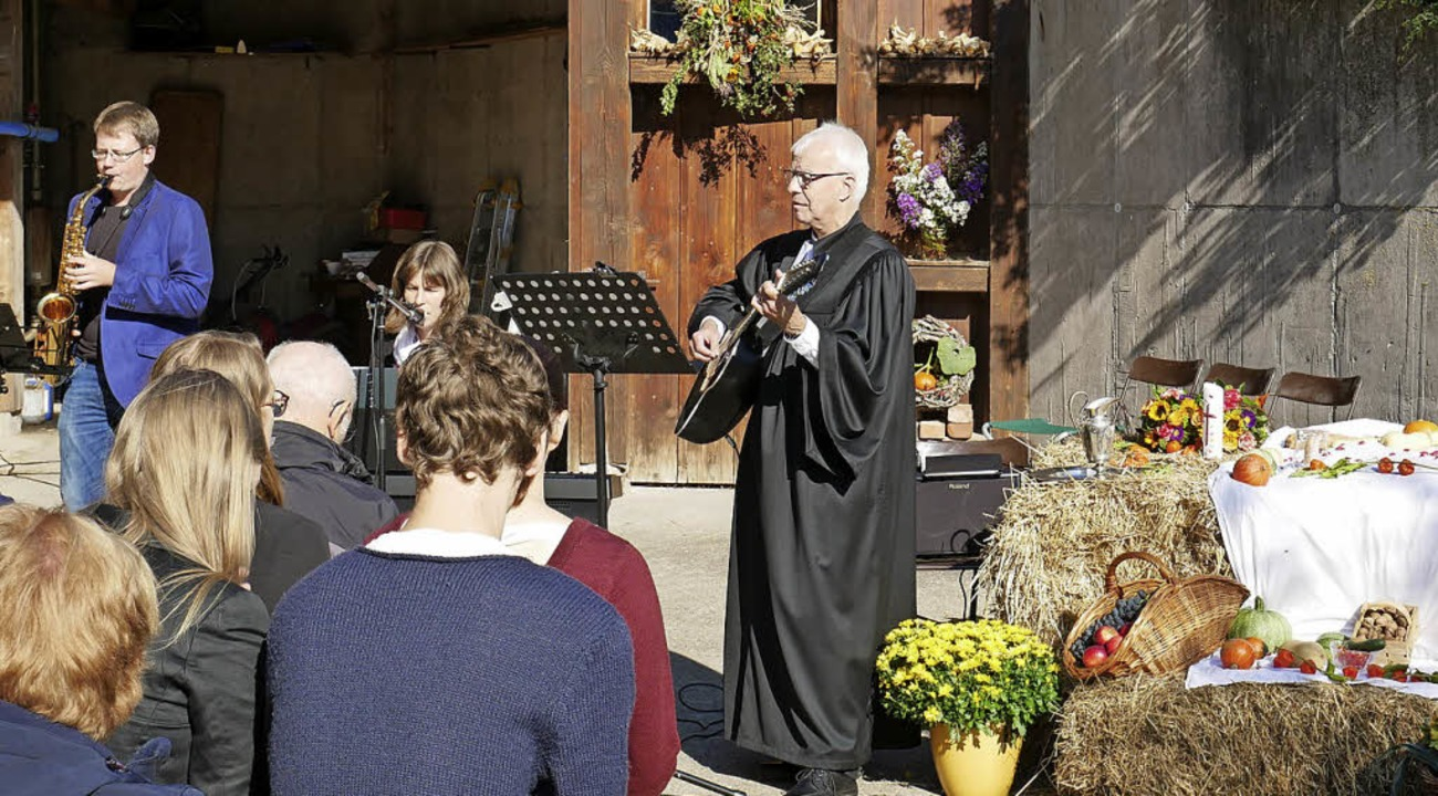 Die evangelische Kirchengemeinde feierte auf dem Siomonjoergenhof Erntedank.  | Foto: Eva Korinth