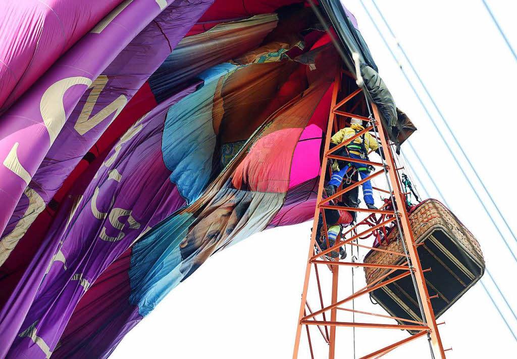 sechs menschen aus hei luftballon in 65 metern h he befreit panorama badische zeitung. Black Bedroom Furniture Sets. Home Design Ideas