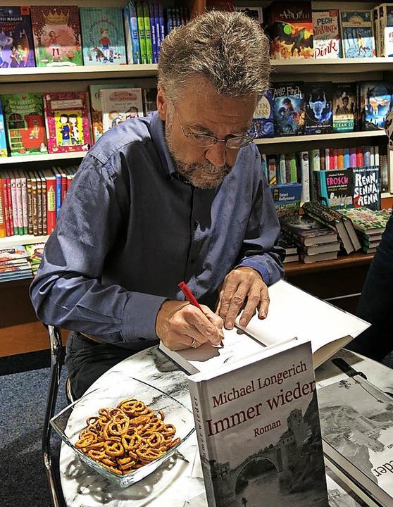 Michael Longerich liet in der Buchhandlung Sillmann  | Foto: Georg Voß