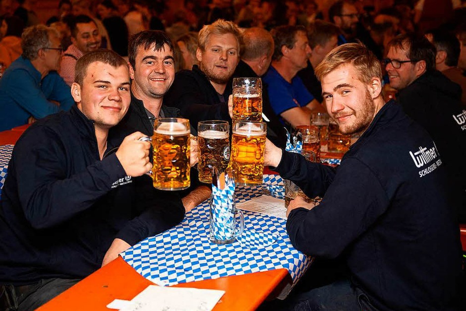 Party pur beim Oktoberfest in Lenzkirch. (Foto: Wolfgang Scheu)