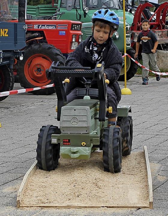 Viel Spaß machte den Kleinen das Kindertraktorenrennen.  | Foto: Cornelia Liebwein
