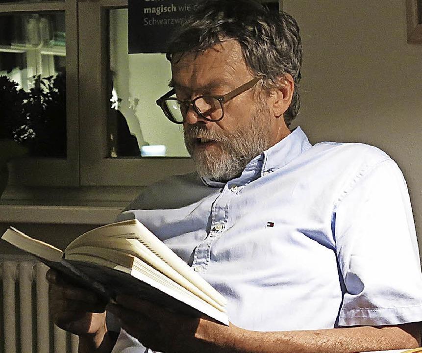 Thomas Erle liest in der Stadtbibliothek Emmendingen aus seinem neuen Buch  | Foto: Georg Voß