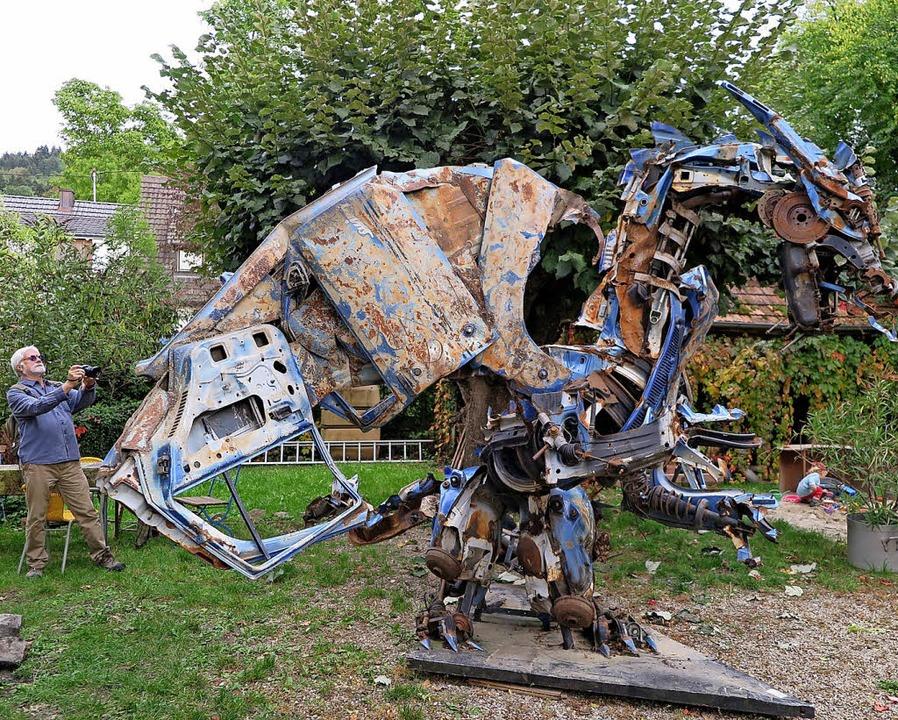 Eine sperrige Metallskulptur von Christian Zengerle  | Foto: Beatrice Ehrlich