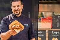 Philipp Rees verkauft Pastrami-Sandwichs in seinem Foodtruck