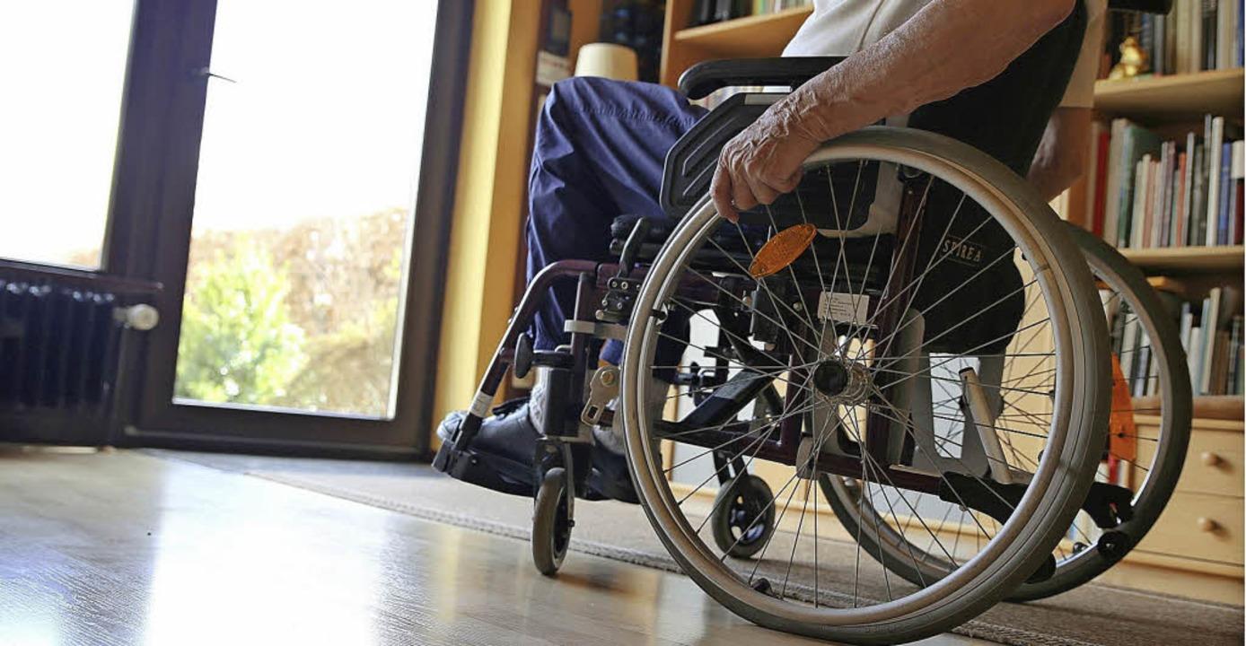 Rollstuhlfahrer brauchen im Haus ausre...1; und Türen, die  breit genug sind.    | Foto: Mascha Brichta (dpa), otolia.com/Prod. Numérik