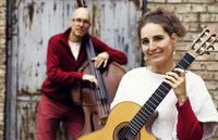 """Synergy Duo Susan & Martin Weinert am 12. Oktober im Schlosskeller in Tiengen. Anlässlich des Gitarrenfestivals """"Akkorde am Hochrhein"""""""