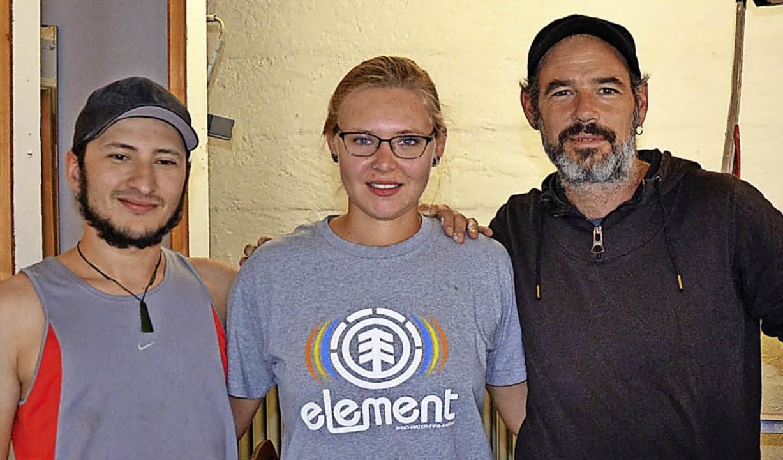 Max Sonnenmoser, Katja Thiele und Jan ...eter-Kaltenbach-Stiftung im Jugendraum  | Foto: Stadt Lörrach
