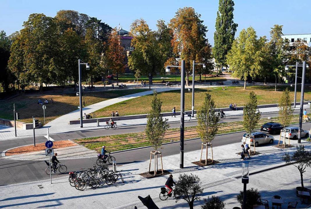 Die Gleise der neuen Stadtbahn-Linie l...rk viel einladender als vor dem Umbau.  | Foto: Thomas Kunz