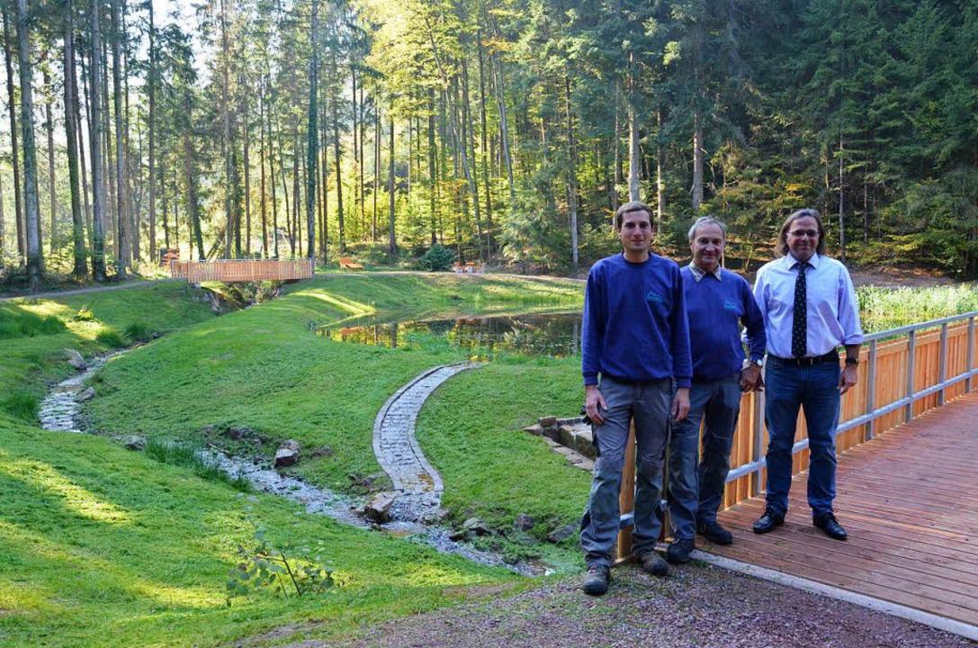Der Sägersweiher in Schuttertal ist re...Ams und Bürgermeister Carsten Gabbert.  | Foto: Karl Kovacs