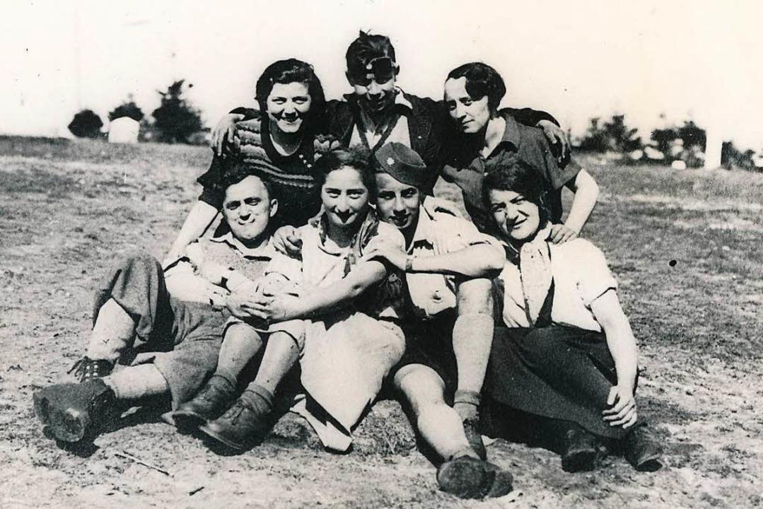 Ein Foto der Ausstellung: Eine Jugendgruppe der jüdischen Gemeinde Offenburg     Foto: Stadtarchiv Offenburg
