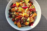 Der Herbst bittet zu Tisch – mit einem farbenfrohen Kürbissalat