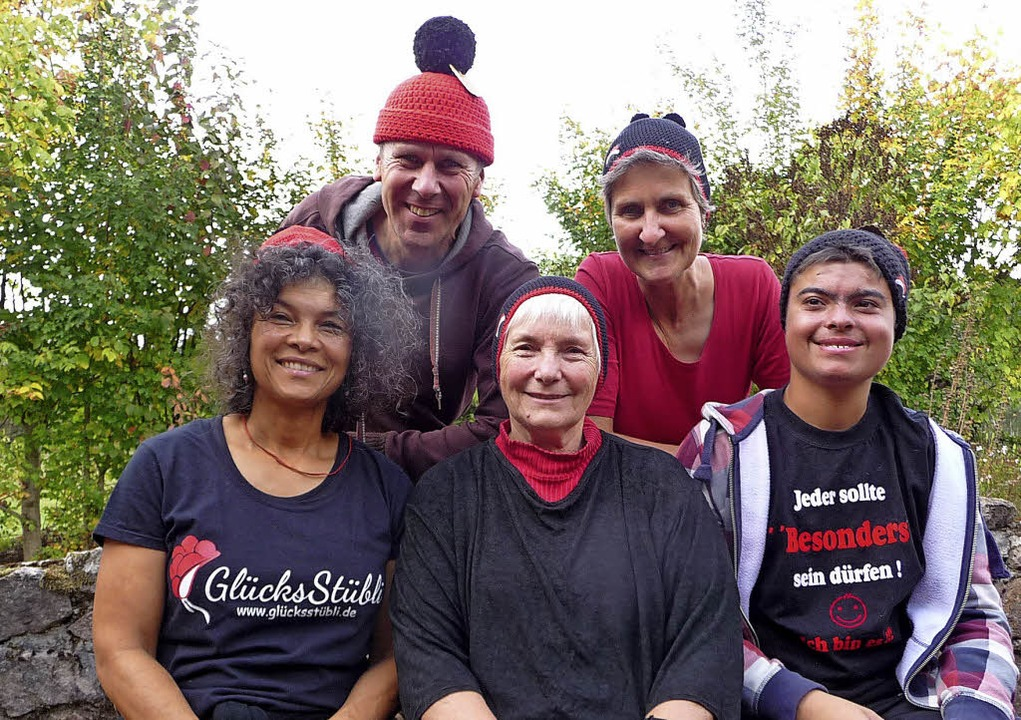 Schwarzwaldstücke entstehen im Glückss...lia Schwarz (links) und ihre Familie.   | Foto:  tak